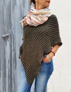 Womens poncho khaki knitwear wrap poncho knit khaki by EstherTg - Women Fashion Crochet Poncho Patterns, Knitted Poncho, Crochet Shawl, Knit Crochet, Crochet Cape, Estilo Jeans, Ladies Poncho, Casual Fall Outfits, Knitwear