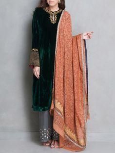 New dress elegant winter simple ideas Pakistani Formal Dresses, Pakistani Wedding Outfits, Indian Dresses, Indian Outfits, Pakistani Bridal, Kurti Designs Party Wear, Kurta Designs, Indian Attire, Indian Wear