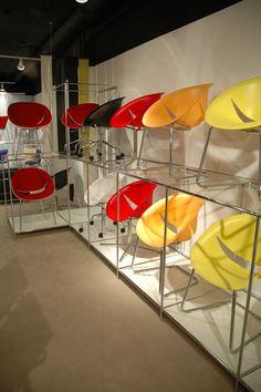 Retail Chair display, Chrome Abstracta Modular Display System. #chairdisplay #retaildisplay