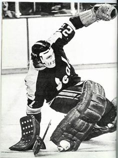 Gilles Meloche Hockey Goalie, Hockey Teams, Ice Hockey, Field Goal Kicker, Canadian Hockey Players, Goalie Mask, Oakland California, Masked Man, Vancouver Canucks