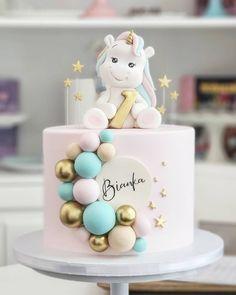 Best Birthday Cake Designs, Elegant Birthday Cakes, Baby Girl Birthday Cake, Pig Birthday Cakes, Girly Cakes, Baby Cakes, Unique Baby Shower Cakes, Gateau Baby Shower, Cake Decorating With Fondant