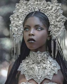See The Jaw Dropping Editorial By Fantasy Photography Lillian Lui Titled 'Golden Goddess' Black Women Art, Beautiful Black Women, Burlesque Vintage, Estilo Dark, Photographie Portrait Inspiration, Poses References, Fantasy Pictures, Fantasy Photography, Black Girl Aesthetic