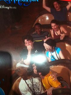 21 Splash Mountain Photos That Are Absolutely Perfect. Stupid Funny Memes, Haha Funny, Fun Funny, Funny Humor, Funny Images, Funny Pictures, Draw The Squad, Splash Mountain, Meme Template