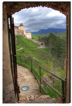 The Fortress - Rasnov, Brasov, Romania Copyright: Daniel Gheorghita Places In Europe, Places To Go, Wonderful Places, Beautiful Places, Solo Travel, Travel Europe, Brasov Romania, Visit Romania, Romania Travel