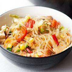 Makaron sojowy smażony z kurczakiem i warzywami   Kwestia Smaku