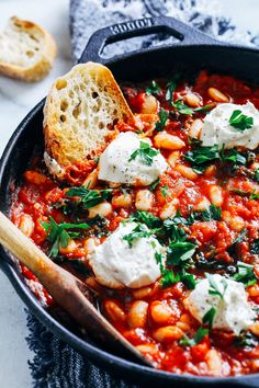 easy one pot meals One-Pot Vegan White Bean Shakshuka- perfect for an easy weeknight meal, this vegan shakshuka only takes 30 minutes to make and is bursting with nutrients and flavor Veggie Recipes, Lunch Recipes, Whole Food Recipes, Cooking Recipes, Healthy Recipes, Quick Vegetarian Recipes, Vegan Bean Recipes, White Bean Recipes, Quick Vegetarian Dinner