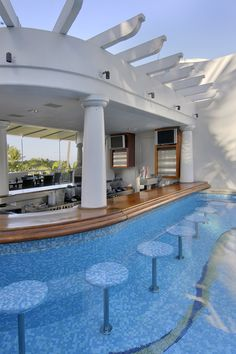 60 Summer Pool Bar Ideas to Impress Your Guests. - Home Garden Magz - - 60 Summer Pool Bar Ideas to Impress Your Guests. - Home Garden Magz Pool Bar, Pool With Bar, Pool Lounge, Dream Home Design, House Design, Dream Mansion, House Ideas, Luxury Homes Dream Houses, Luxury Pools