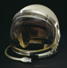 Helmet worn by L. Gordon Cooper during training prior to his flight on the last Mercury mission, MA-9, 50 years ago today. Nasa Rocket, Astronaut Helmet, Deep Sea Diver, Diving Helmet, Air And Space Museum, The Right Stuff, Space Race, Lost In Space, Outer Space