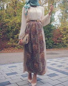 chiffon maxi skirt hijab look- Eid hijab ready to wear… Islamic Fashion, Muslim Fashion, Modest Fashion, Skirt Fashion, Hijab Fashion, Fashion Outfits, Modest Wear, Modest Outfits, Skirt Outfits