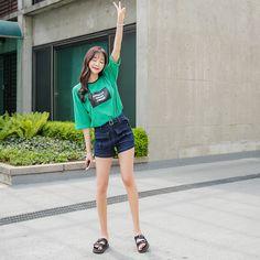 #envylook Graphic Print Striped Tee #koreanfashion #koreanstyle #kfashion #kstyle #stylish #fashionista #fashioninspo #fashioninspiration #inspirations #ootd #streetfashion #streetstyle #fashion #trend #style