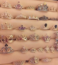 We all deserve a crown ring Cute Jewelry, Jewelry Rings, Jewelery, Jewelry Accessories, Silver Jewelry, Tiara Ring, Ring Verlobung, Ring Necklace, Earrings