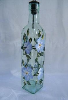 Oil bottle, glass oil bottle, oil decanter with blue flowers Wine Bottle Art, Wine Bottle Crafts, Oil Bottle, Painted Glass Bottles, Lighted Wine Bottles, Bottle Painting, Painting On Wine Bottles, Hand Painted Wine Glasses, Color Azul
