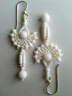 White fan earrings by Jeka Lambert. Seed bead woven. Glass beads, seed beads, vintage bugle beads.