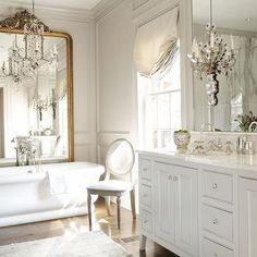 French Bathroom - Design photos, ideas and inspiration. Amazing gallery of interior design and decorating ideas of French Bathroom in girl's rooms, bathrooms by elite interior designers - Page 5 French Bathroom Decor, Diy Bathroom, Chic Bathrooms, Bathroom Interior, Country Bathrooms, Luxury Bathrooms, Bathroom Mirrors, Master Bathrooms, Bathroom Lighting