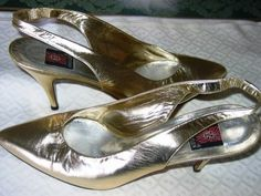 ANNE KLEIN GOLD METALLIC SLING BACK SHOES!