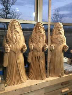 Dremel Wood Carving, Wood Carving Art, Wood Art, Wood Carvings, Whittling Projects, Wood Projects, Wooden Figurines, Santa Figurines, Beard Art