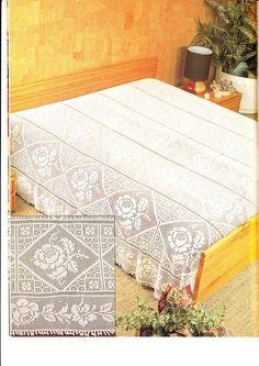 """Photo from album """"Decorative crochet"""" on Yandex. Crochet Patterns Filet, Crochet Motif, Crochet Designs, Crochet Doilies, Crochet Bedspread, Crochet Tablecloth, Colchas Quilting, Fillet Crochet, Manta Crochet"""