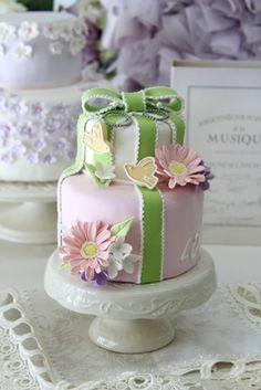 クレイアートウェディングhttp://clayartwedding.net/クレイのケーキ型リングピロー