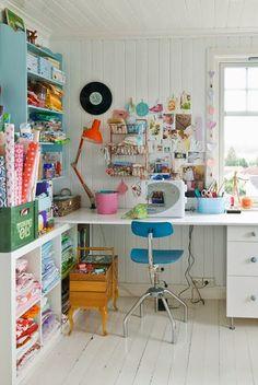 Si hay algo que me vuelve completamente loca son los pequeños talleres en casa. En principio me tiran  más los de costura, que son los pro...