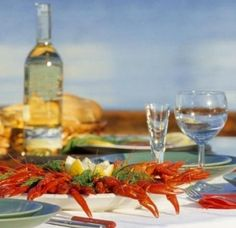 Crayfish delicacy in Scandinavia Swedish Chef, Swedish Style, Swedish Traditions, Scandinavian Living, Summer Time, Sweden, Food To Make, Alcoholic Drinks, Kitchens
