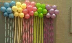 Recipes from Stephanie: Balloon Cluster Decoration with Streamers Streamer Decorations, Birthday Decorations, Flower Decorations, Streamer Ideas, Party Backdrops, Unicorn Birthday Parties, Birthday Balloons, Baby Birthday, Birthday Ideas