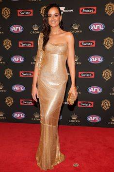 Every Single Dress From the 2018 Brownlow Medal Red Carpet J Aton Couture, Rebecca Judd, Nice Dresses, Formal Dresses, White Gowns, Red Carpet Dresses, Formal Wear, Strapless Dress Formal, How To Look Better