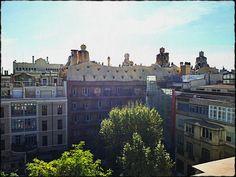 Façana  posterior  de La Pedrera.  Barcelona. Barcelona, La Pedrera, Louvre, Mansions, House Styles, Building, Travel, Viajes, Manor Houses