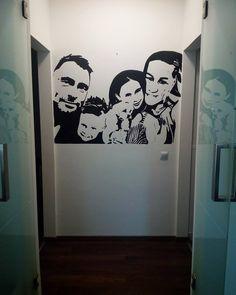 Családi portré falra festve