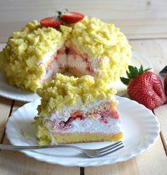 Questa è la stessa ricetta della TORTA MIMOSA, infatti vi avevo già dato l'idea di farcirla con le fragole. Questa versione è ancora più buona e poi le fra