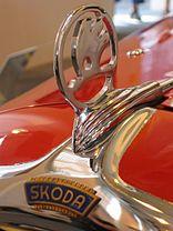 Car logo detail Source by Logo Autos, Car Symbols, Car Bonnet, Car Radiator, Car Hood Ornaments, Volkswagen Group, Car Logos, Old Signs, Car Detailing