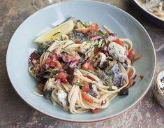 It's official folks. The correct way to eat sardines, courtesy of Zagat. No bones about it… well, almost. Sardine Recipes, Fish Recipes, Stop Eating, Bones, Seafood, Spaghetti, Ethnic Recipes, Sea Food, Legs