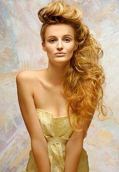 http://1.bp.blogspot.com/-NKjs-i-ipEc/TfqX3kipCAI/AAAAAAAAEzk/n57JD-3OvOg/s640/long-latest-hair+styles-wavy-medium+hair+styles-hairstyle-haircuts-hairstyles+2011+%25283%2529.jpg