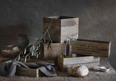 Des rangements en bois esprit récup' chez H&M Home