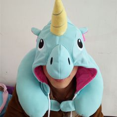 Relaxing has never been so cool. Travel in style and comfort with this awesome Unicorn hooded travel pillow! Size: 30x23cm
