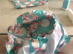 El patchwork de Rosa: Cómo colocar la manga de flamenca. Baby Car Seats, Diy And Crafts, Sewing Patterns, Lunch Box, Embroidery, Chic, Children, Crochet, Sleeves