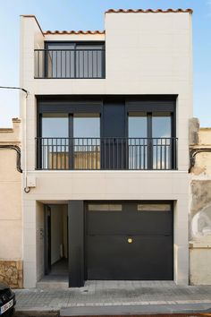 Minimal House Design, Duplex House Design, House Front Design, Minimal Home, Small House Design, Narrow House Designs, Home Building Design, House Blueprints, Architect House