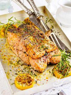 I Filetti di salmone ripieni alle mandorle sono un piatto che fa sempre colpo sugli ospiti! Serviteli con un contorno di verdure cotte o crude, leggero.