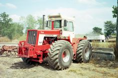 150hp International 4166.175 eng hp,150 pTO hp from a turbocharged 436 cid engine,15,300lbs,100 gallon fuel tank,10-4 hght,105 inch wheelbase.Main competitors were the Massey Ferguson 1500,John Deere 7020,Case 1470, White 4-150 Field Boss.