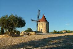 In Provenza, nei pressi di Arles e Les Baux de Provence, nel cuore del Parco Naturale Regionale delle Alpilles, scoprite il ricco patrimonio storico e culturale di Fontvieille. Bontourism®, Tutta l'Arte del Viaggio