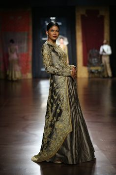 #ICW #AICW #AICW2015 #fdci #sunar #RimpleandHarpreet #bridal #Indian #heritage…