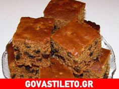 Dads like simple cakes with no fru-fru, so why not serve this old-fashioned cake on Father's Day. - Boiled Raisin Cake Recipe - Desserts at BellaOnline Boiled Raisin Cake Recipe, Boiled Fruit Cake, Greek Sweets, Greek Desserts, Just Desserts, Baking Recipes, Cake Recipes, Dessert Recipes, Raisin Sec