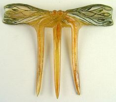 Elizabeth Bonte (Attributed) - Art Nouveau Dragonflies Hair Comb. Carved and Tinted Horn. France. Circa 1900.