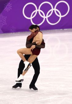21 Photos Of Tessa Virtue And Scott Moir Figure Skating