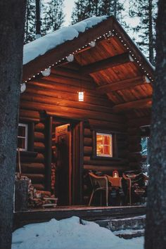 088 Small Log Cabin Homes Ideas Small Log Cabin, Little Cabin, Log Cabin Homes, Cozy Cabin, Lake Cabins, Cabins And Cottages, Wood Cabins, Winter Cabin, Cabins In The Woods