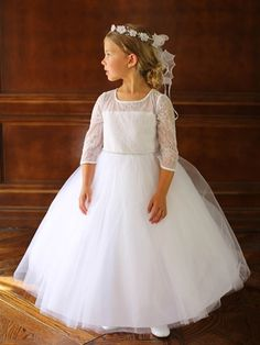 If you're looking for a show-stopping dress for a flower girl or your little girl's communion, this is the one.