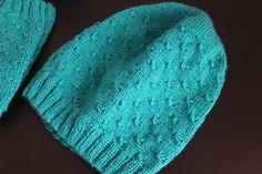 Простая шапка бини спицами. Simple hat knitting.