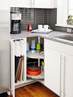 Angoli sfruttati benissimo in queste piccole cucine! 15 esempi