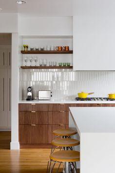 Modern Kitchen Interior Remodeling Emily Henderson Updated Kitchen Trends 2018 6 In Vertical Tile Küchen Design, Home Design, Layout Design, Design Ideas, Clever Design, Interior Design, Diy Interior, Design Trends, Updated Kitchen