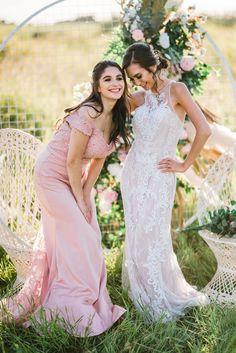 Bridal Inspiration Shoot featuring Bloom Screens - Decor & Rentals // Bridal Style // Wedding Rentals // Backdrops // Silk Florals // Bridal Gown // Outdoor Weddings // Blush Wedding // #albertaweddingsocial #weddinginspiration #styledshoot #weddingstyle #silkflorals #bridesmaids #bohowedding #outdoorwedding Wedding Trends, Boho Wedding, Wedding Styles, Blush Bridesmaid Gowns, Bridesmaids, Bridal Gowns, Wedding Dresses, Wedding Rentals, Outdoor Weddings