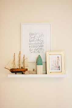 love this little art shelf with maternity pictures // nursery decor